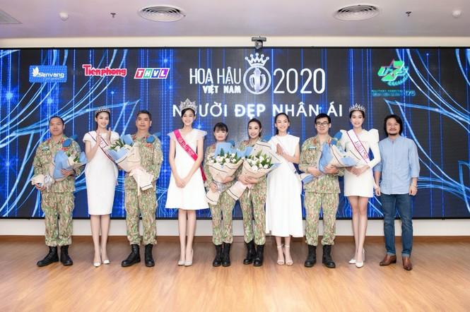 Hoa hậu Đỗ Thị Hà giản dị và thân thiện trong chuyến từ thiện đầu tiên sau đăng quang - ảnh 5