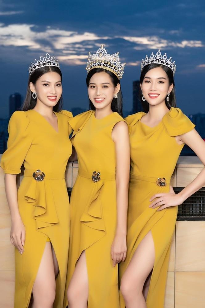Soi trang phục Top 3 Hoa Hậu Việt Nam 2020 sau đăng quang, không tìm được điểm nào để chê - ảnh 6