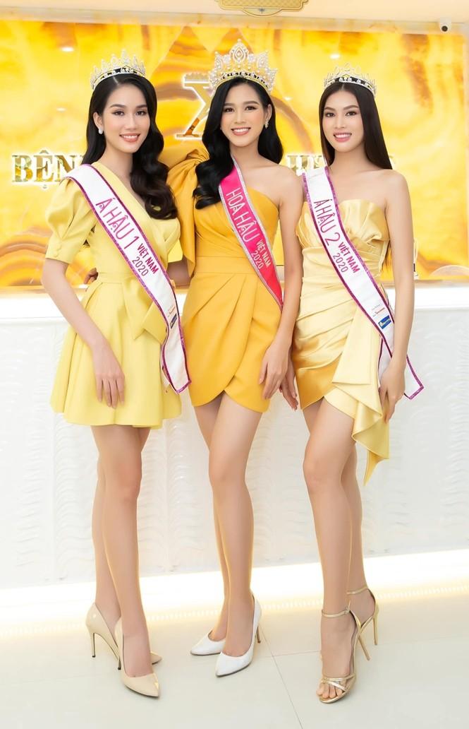 Soi trang phục Top 3 Hoa Hậu Việt Nam 2020 sau đăng quang, không tìm được điểm nào để chê - ảnh 4