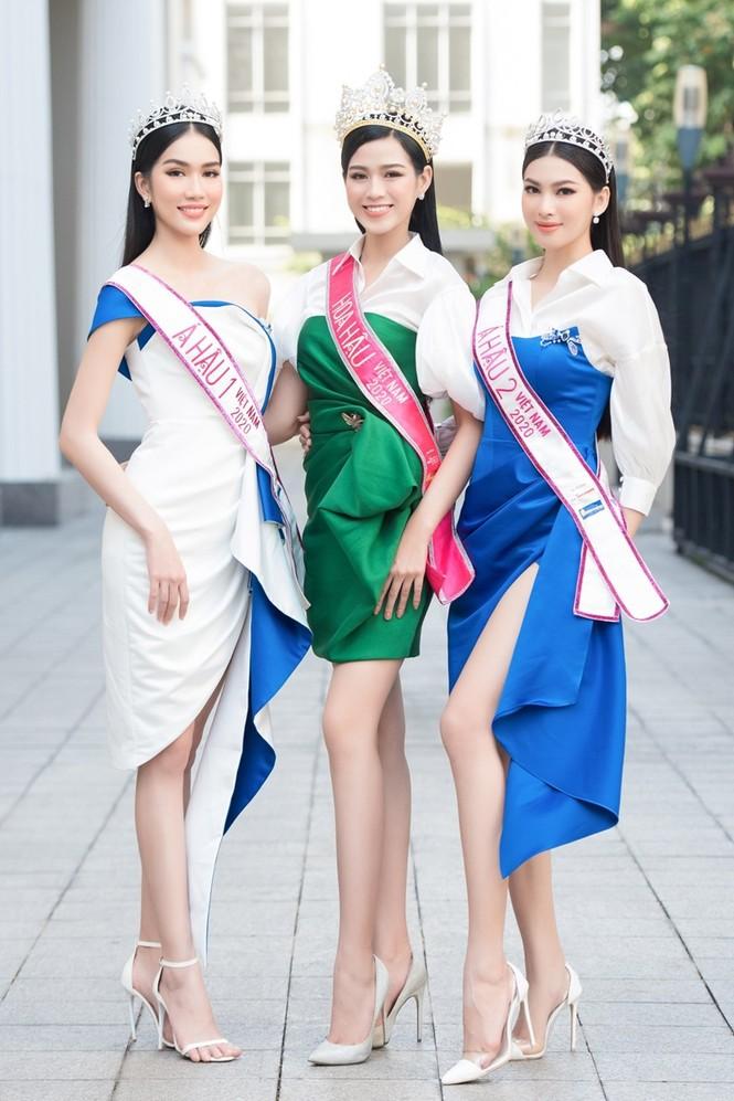 Soi trang phục Top 3 Hoa Hậu Việt Nam 2020 sau đăng quang, không tìm được điểm nào để chê - ảnh 2