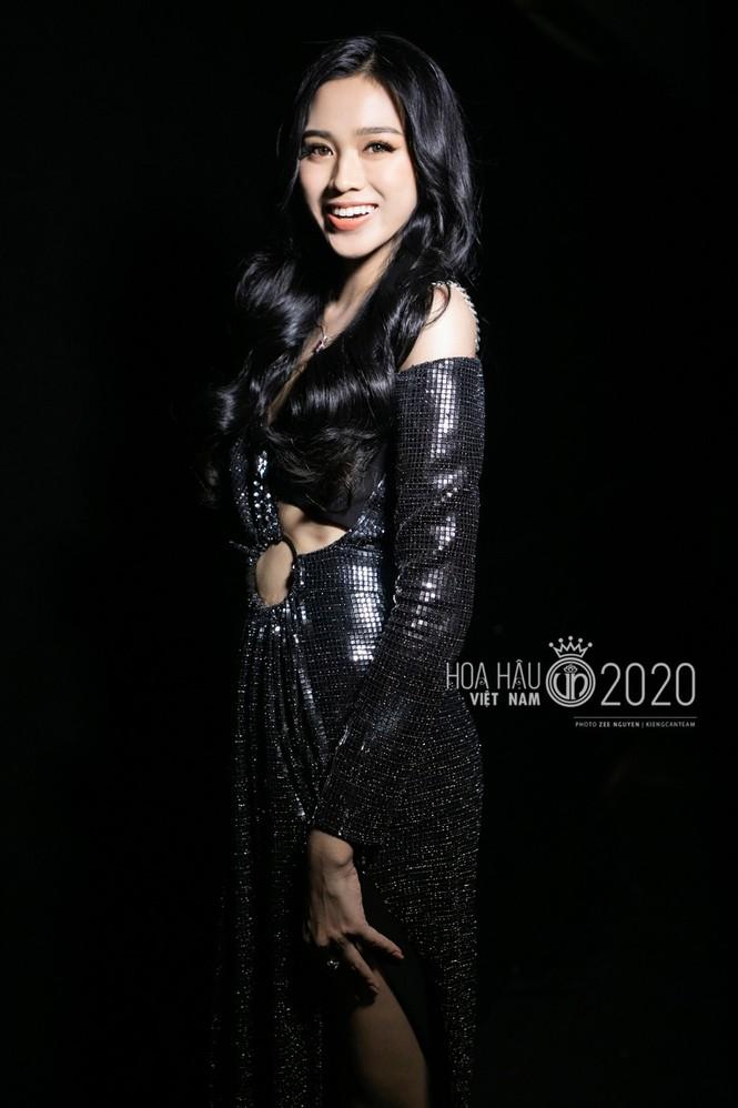 Cận cảnh nhan sắc Hoa hậu Đỗ Thị Hà và hai Á hậu trong hậu trường đêm chung kết - ảnh 1