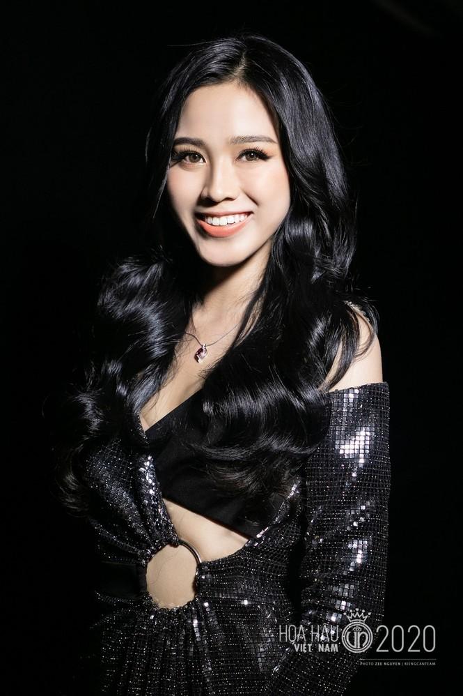 Cận cảnh nhan sắc Hoa hậu Đỗ Thị Hà và hai Á hậu trong hậu trường đêm chung kết - ảnh 2