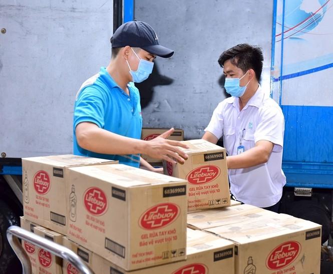 """Lifebuoy tài trợ gói sản phẩm 11 tỷ đồng cho 500 bệnh viện, góp quỹ xây """"nhà chống lũ"""" - ảnh 4"""