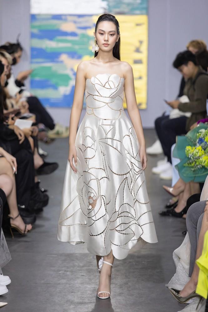 Hoa hậu Đỗ Thị Hà mở màn show thời trang với nhan sắc như nàng thơ, ai cũng phải xuýt xoa - ảnh 5