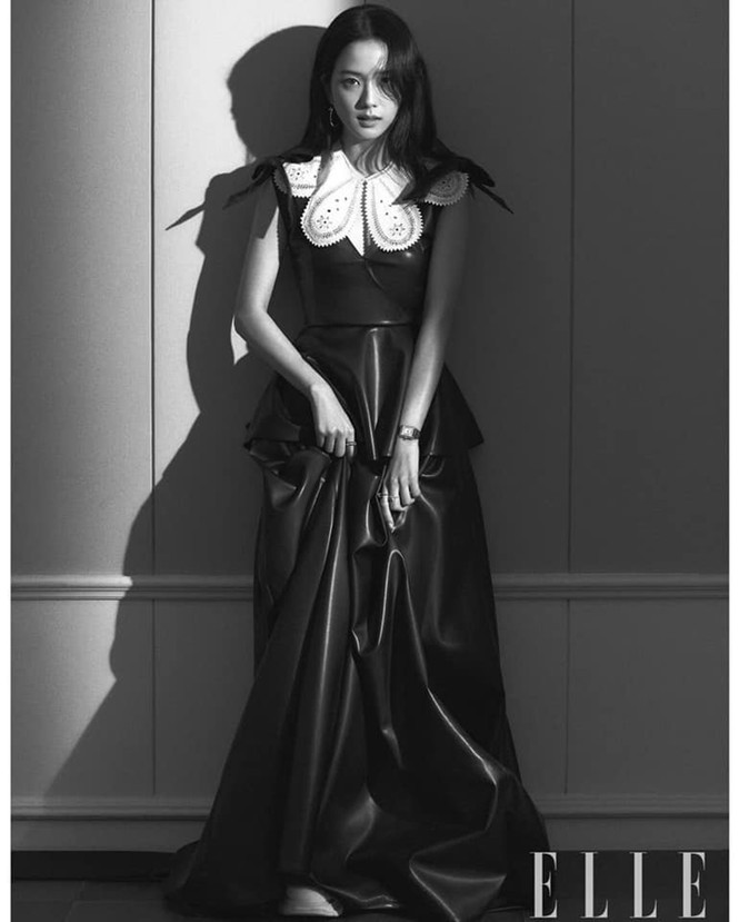 """Mặc chiếc váy da bóng khó nhằn, Jisoo (BLACKPINK) """"chặt đẹp"""" mẫu xịn của hãng - ảnh 8"""