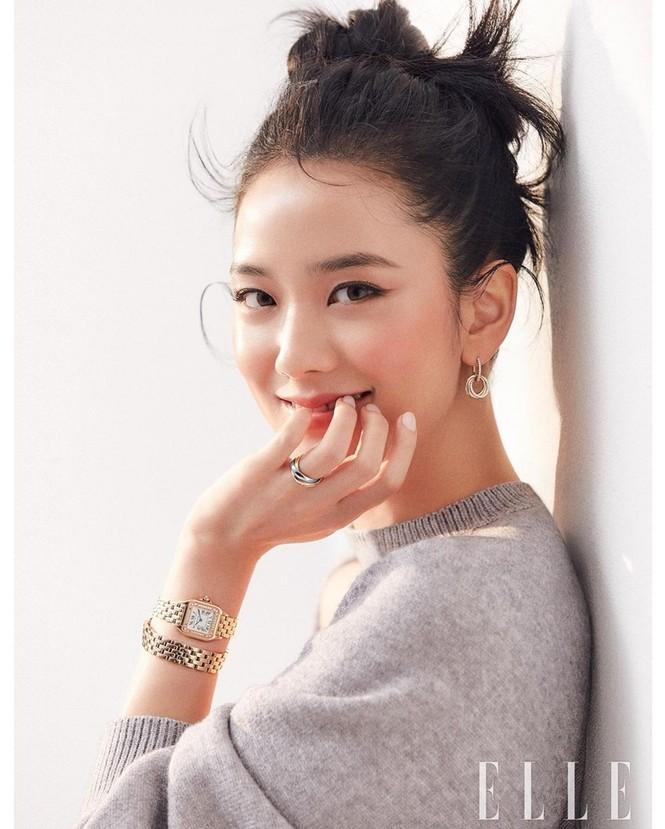 """Mặc chiếc váy da bóng khó nhằn, Jisoo (BLACKPINK) """"chặt đẹp"""" mẫu xịn của hãng - ảnh 5"""