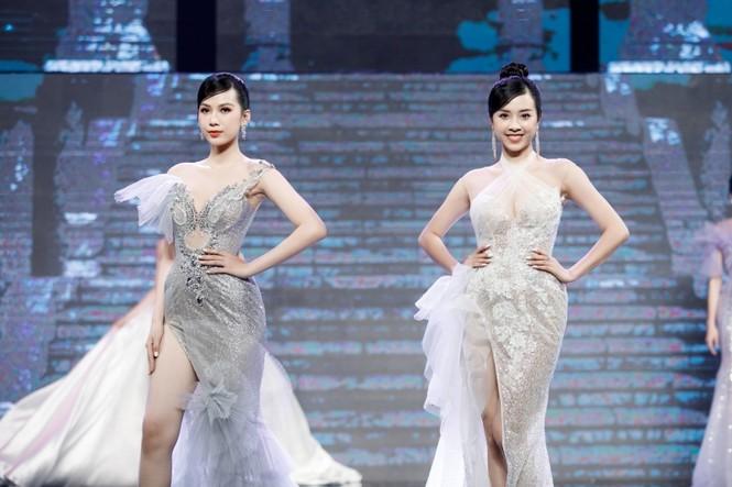 Á hậu Phương Anh, Ngọc Thảo cùng dàn mỹ nhân khoe sắc lộng lẫy trong show diễn chào 2021 - ảnh 11