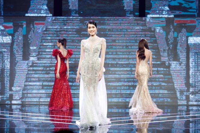 Á hậu Phương Anh, Ngọc Thảo cùng dàn mỹ nhân khoe sắc lộng lẫy trong show diễn chào 2021 - ảnh 2