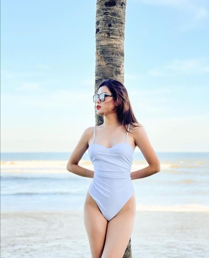 Mỹ nhân showbiz Việt đồng loạt diện bikini khoe dáng gây sốt MXH tuần đầu năm mới - ảnh 1