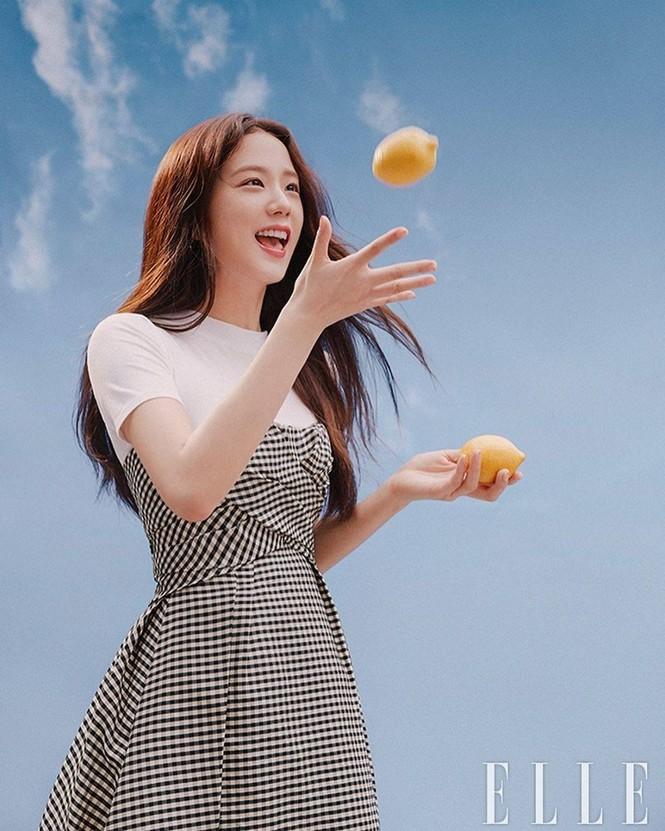 Đụng hàng với 2 đại sứ Dior, Song Hye Kyo được khen thần thái lấn át Jisoo và Angela Baby - ảnh 2