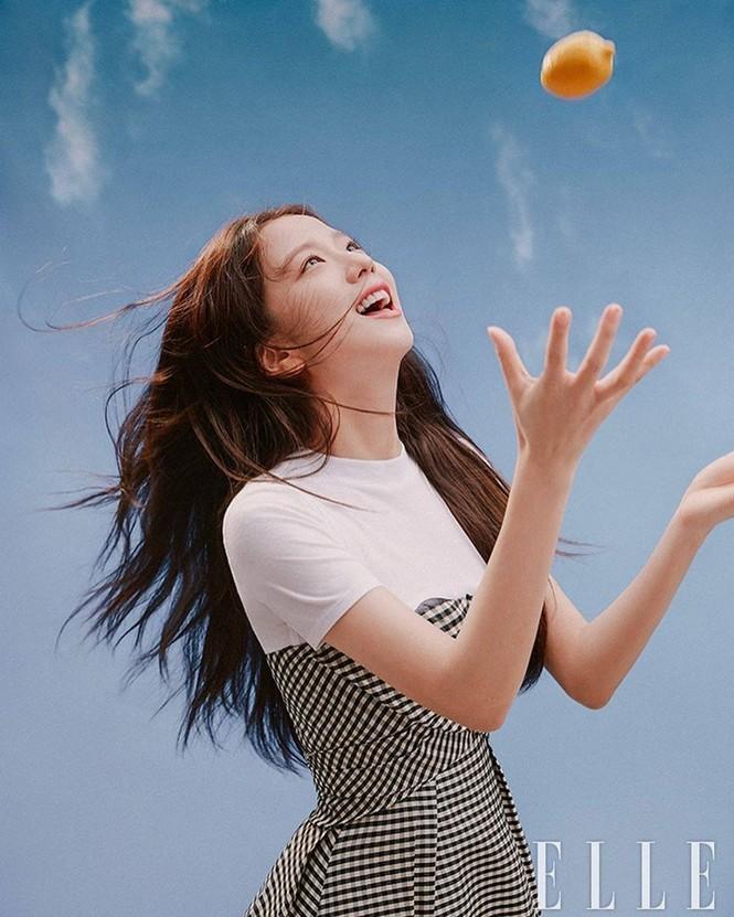 Đụng hàng với 2 đại sứ Dior, Song Hye Kyo được khen thần thái lấn át Jisoo và Angela Baby - ảnh 3