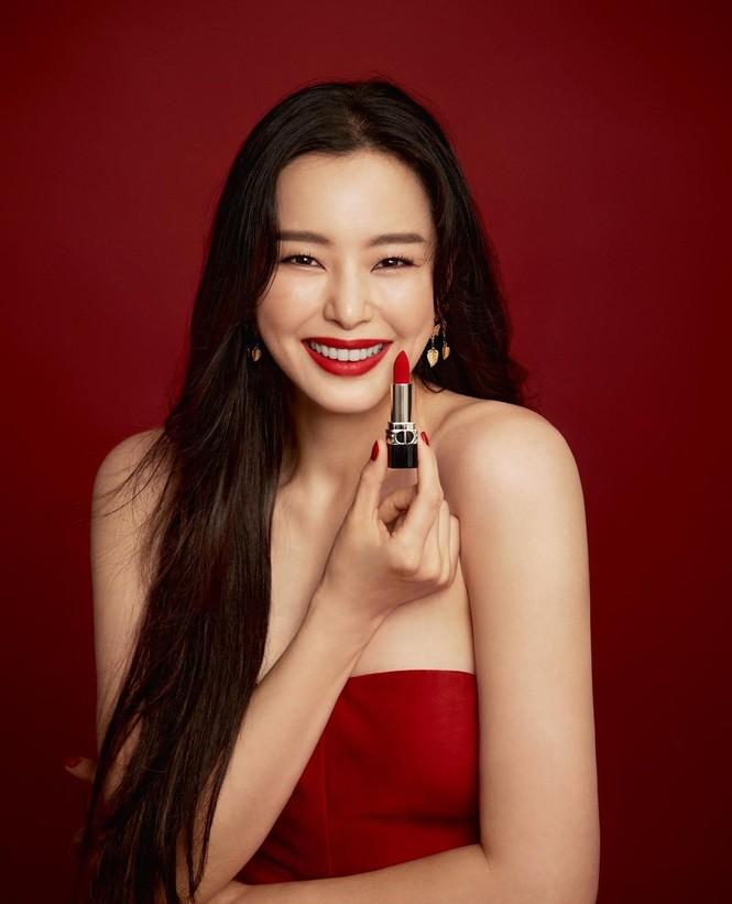Jisoo BLACKPINK có lấn át được Hoa hậu Honey Lee trong loạt ảnh quảng cáo mỹ phẩm Dior - ảnh 6