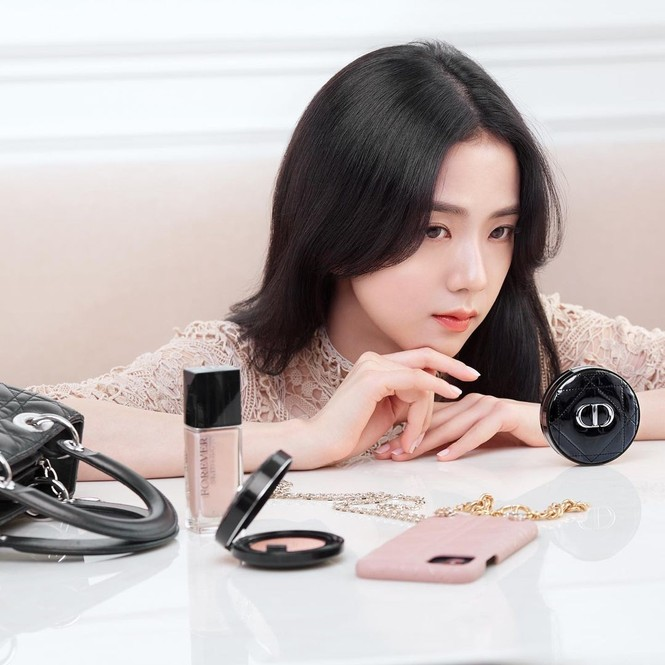 Jisoo BLACKPINK có lấn át được Hoa hậu Honey Lee trong loạt ảnh quảng cáo mỹ phẩm Dior - ảnh 7