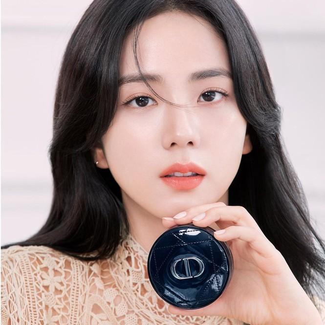 Jisoo BLACKPINK có lấn át được Hoa hậu Honey Lee trong loạt ảnh quảng cáo mỹ phẩm Dior - ảnh 3