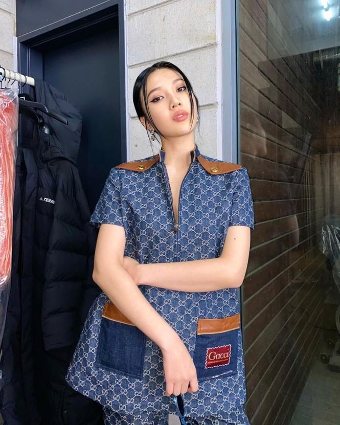 Pha đụng hàng xuyên biên giới, Khánh Linh nổi bật hơn cả Dương Mịch và Joy (Red Velvet) - ảnh 4