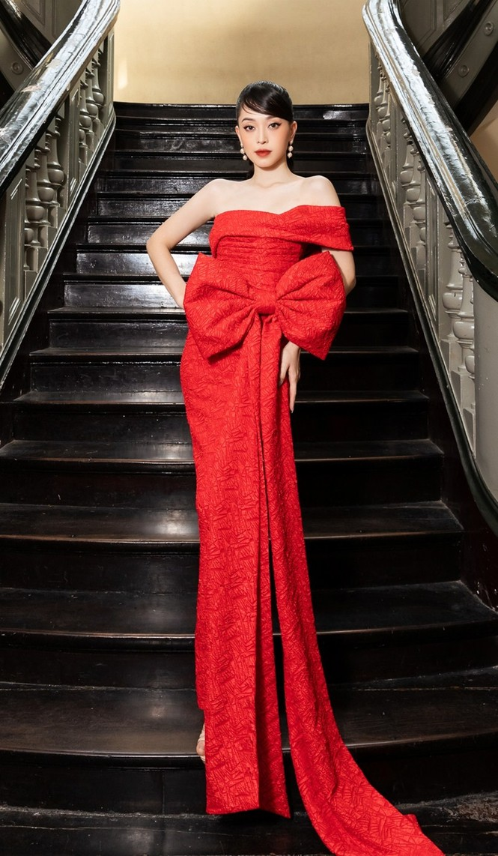 Hoa hậu Đỗ Thị Hà & Tiểu Vy khoe vai trần trong show thời trang với dress code đỏ rực - ảnh 6