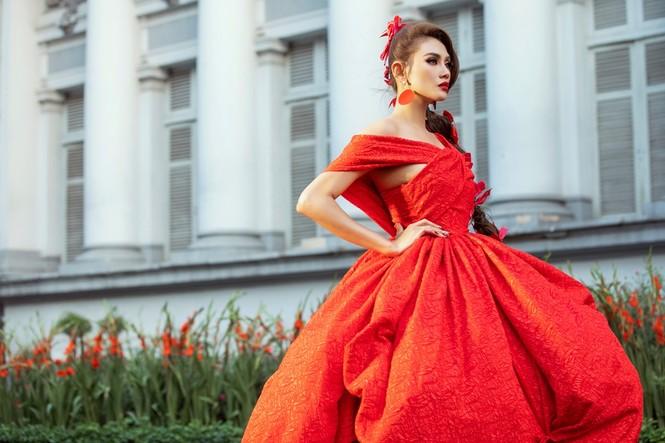 Hoa hậu Tiểu Vy mở màn với thiết kế váy lạ mắt, Võ Hoàng Yến mặc váy nặng 30kg kết show - ảnh 4