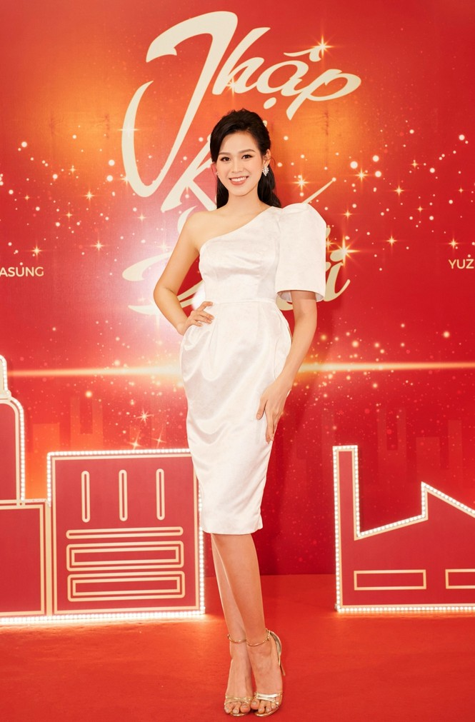 Hoa hậu Đỗ Thị Hà và Lương Thuỳ Linh chọn váy màu sắc đối lập, khoe khéo body cực phẩm - ảnh 6