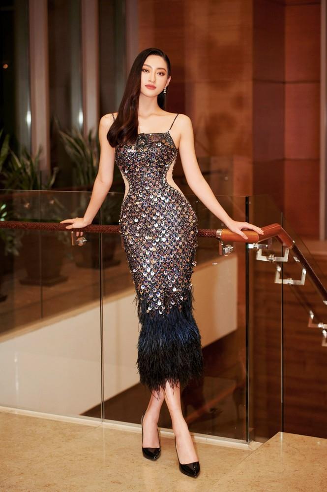 Hoa hậu Đỗ Thị Hà và Lương Thuỳ Linh chọn váy màu sắc đối lập, khoe khéo body cực phẩm - ảnh 2