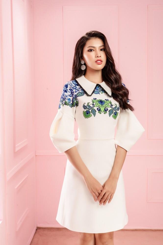 Học ngay Hoa hậu Đỗ Thị Hà và hai nàng Á hậu cách chọn trang phục xinh tươi mùa Lễ Tết - ảnh 2