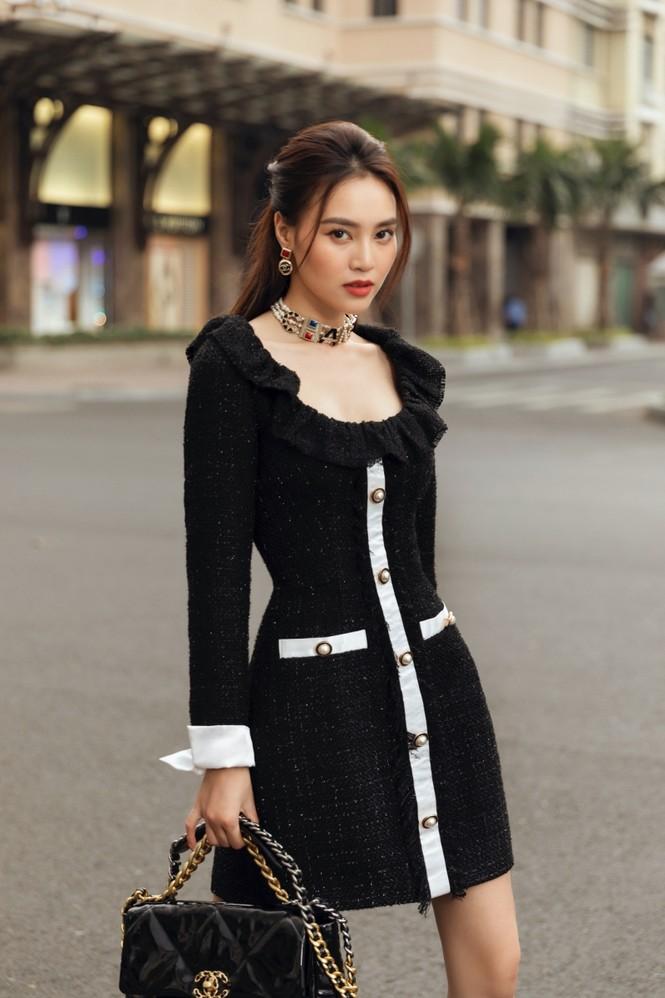 Ninh Dương Lan Ngọc xinh đẹp dạo phố trong những thiết kế rất hợp thời tiết Sài Gòn - ảnh 2