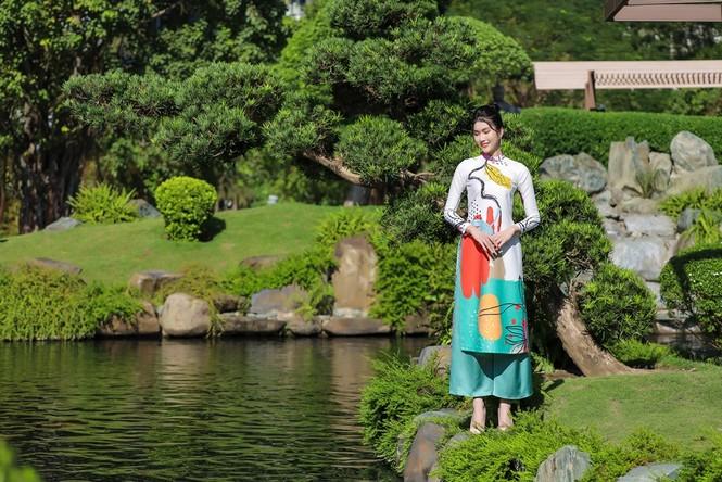 Á hậu Phương Anh, Ngọc Thảo khoe sắc vóc rạng rỡ trong BST áo dài đón Tết Tân Sửu 2021 - ảnh 7
