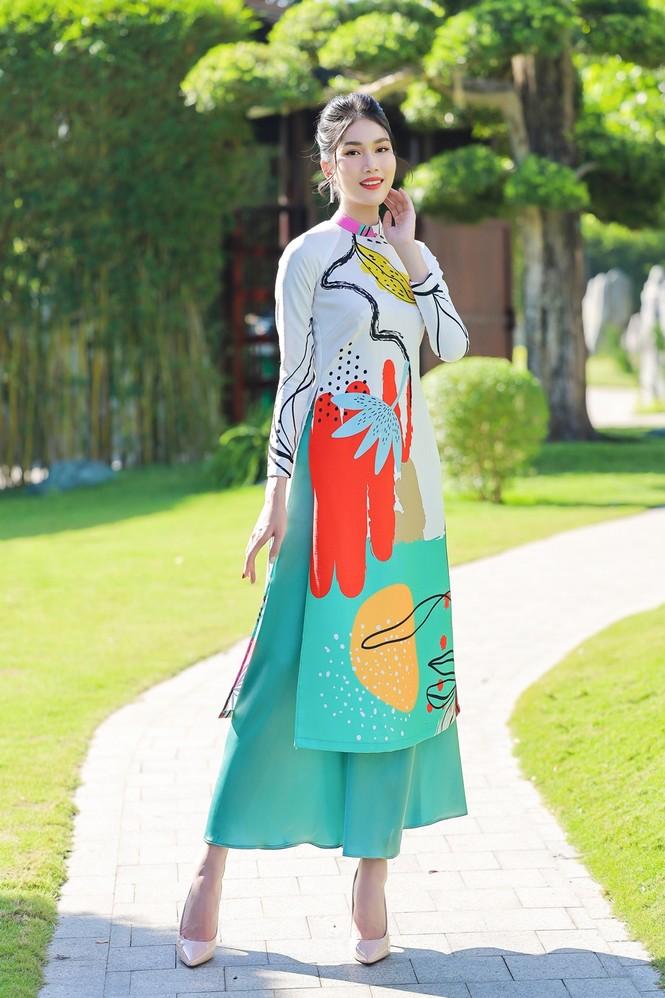 Á hậu Phương Anh, Ngọc Thảo khoe sắc vóc rạng rỡ trong BST áo dài đón Tết Tân Sửu 2021 - ảnh 3