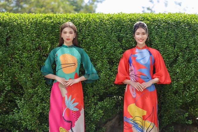 Á hậu Phương Anh, Ngọc Thảo khoe sắc vóc rạng rỡ trong BST áo dài đón Tết Tân Sửu 2021 - ảnh 1