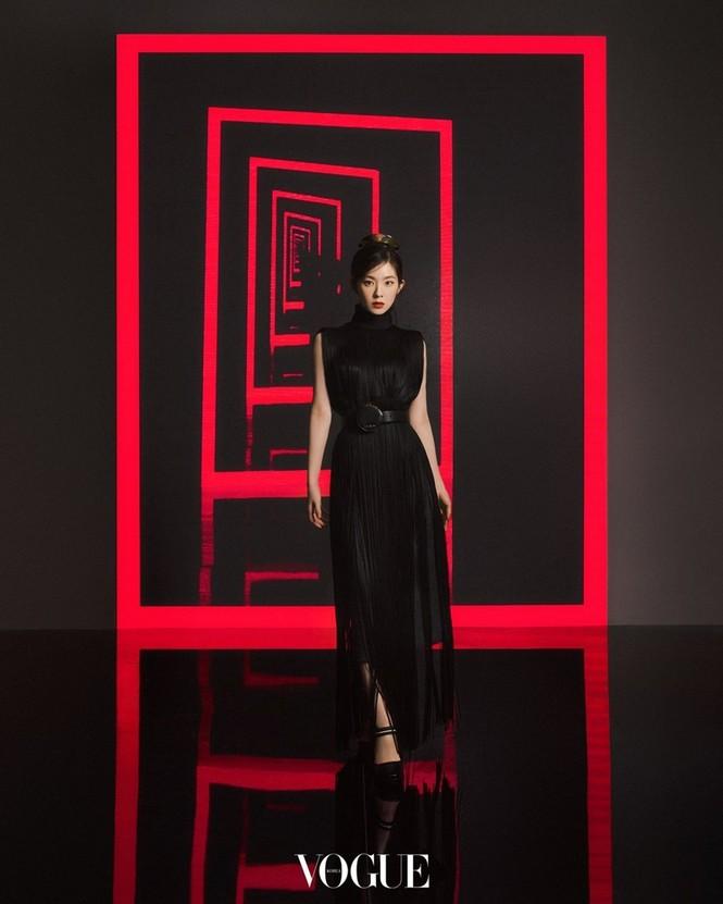 """Làm đại sứ thương hiệu Prada, Trịnh Sảng đập tan lời đồn """"hết thời"""", nhưng vẫn bị so sánh với Irene - ảnh 2"""