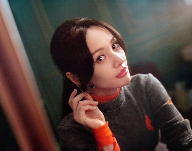 """Làm đại sứ thương hiệu Prada, Trịnh Sảng đập tan lời đồn """"hết thời"""", nhưng vẫn bị so sánh với Irene - ảnh 4"""