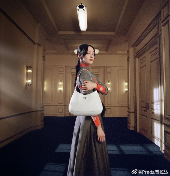 """Làm đại sứ thương hiệu Prada, Trịnh Sảng đập tan lời đồn """"hết thời"""", nhưng vẫn bị so sánh với Irene - ảnh 1"""