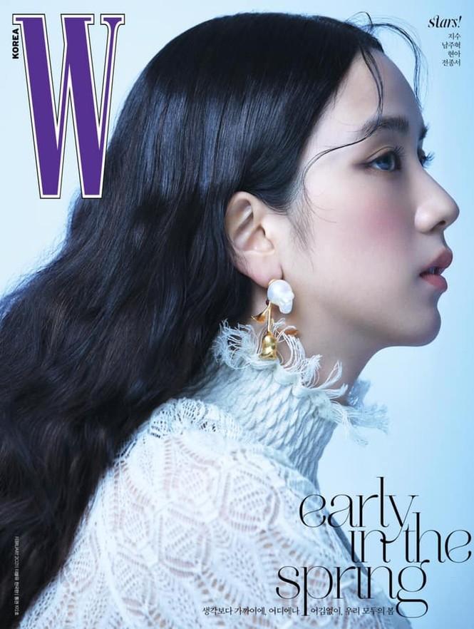 Jisoo BLACKPINK khoe nhan sắc cực kỳ ấn tượng trên bìa W Hàn, nhưng netizen lại nhắc đến Lisa - ảnh 3