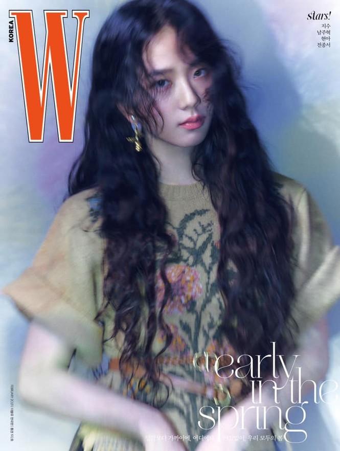 Jisoo BLACKPINK khoe nhan sắc cực kỳ ấn tượng trên bìa W Hàn, nhưng netizen lại nhắc đến Lisa - ảnh 2