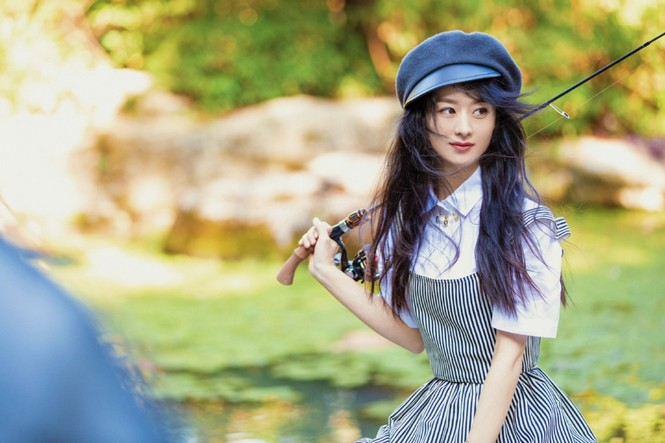 Lại đụng đồ Dior với Jisoo (BLACKPINK), Triệu Lệ Dĩnh tiếp tục bị chê lộ nhược điểm - ảnh 7