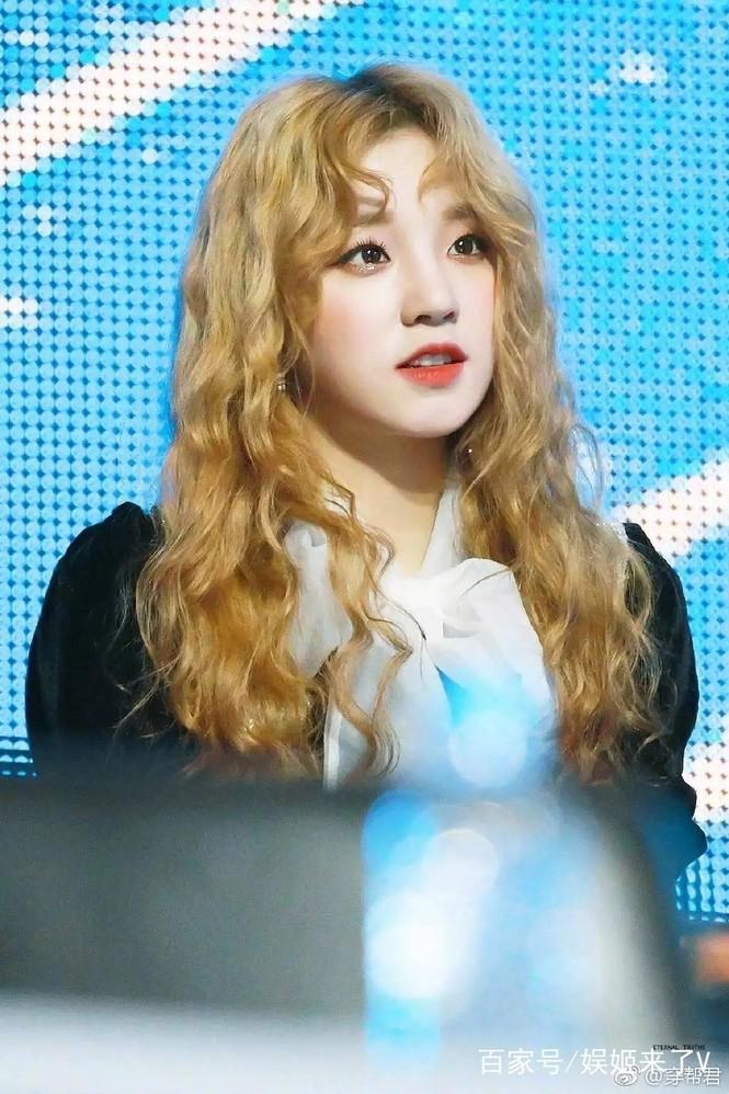 Hoá ra idol hợp với tóc xoăn dài nhất K-Pop không phải là Jisoo (BLACKPINK) hay Irene (Red Velvet) - ảnh 7