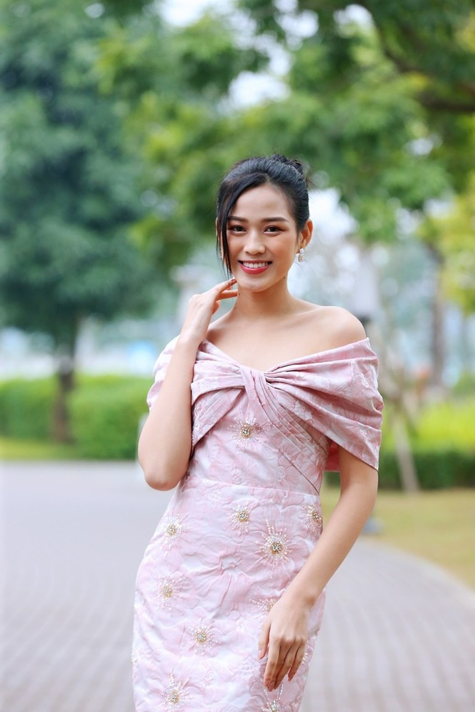Soi trang phục Hoa hậu Đỗ Thị Hà trong các hoạt động nhân ái, xinh đẹp nền nã không có gì để chê - ảnh 8
