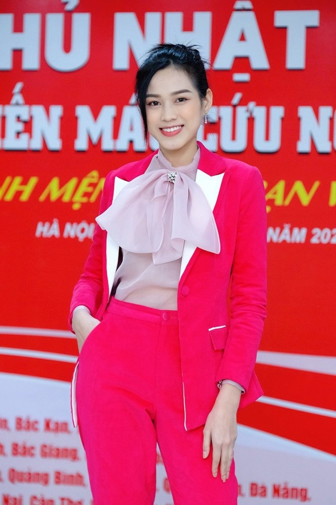 Soi trang phục Hoa hậu Đỗ Thị Hà trong các hoạt động nhân ái, xinh đẹp nền nã không có gì để chê - ảnh 5