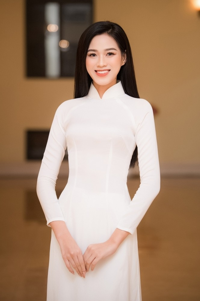 Soi trang phục Hoa hậu Đỗ Thị Hà trong các hoạt động nhân ái, xinh đẹp nền nã không có gì để chê - ảnh 4