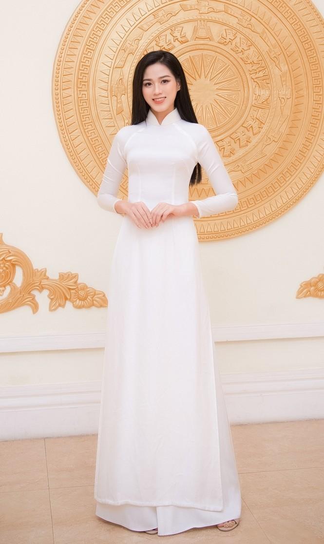 Hoa hậu Đỗ Thị Hà xinh đẹp trong tà áo dài trắng khi chính thức đảm nhận cương vị mới - ảnh 3