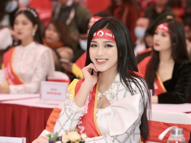Hoa hậu Đỗ Thị Hà xinh đẹp trong tà áo dài trắng khi chính thức đảm nhận cương vị mới - ảnh 5
