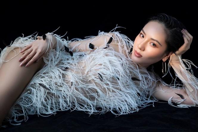 Ba mỹ nhân Việt cùng diện mẫu váy đính lông, vì sao Tăng Thanh Hà được khen nổi trội nhất? - ảnh 2