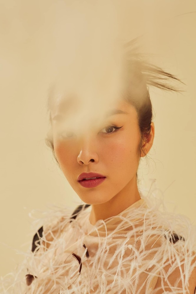 Ba mỹ nhân Việt cùng diện mẫu váy đính lông, vì sao Tăng Thanh Hà được khen nổi trội nhất? - ảnh 4