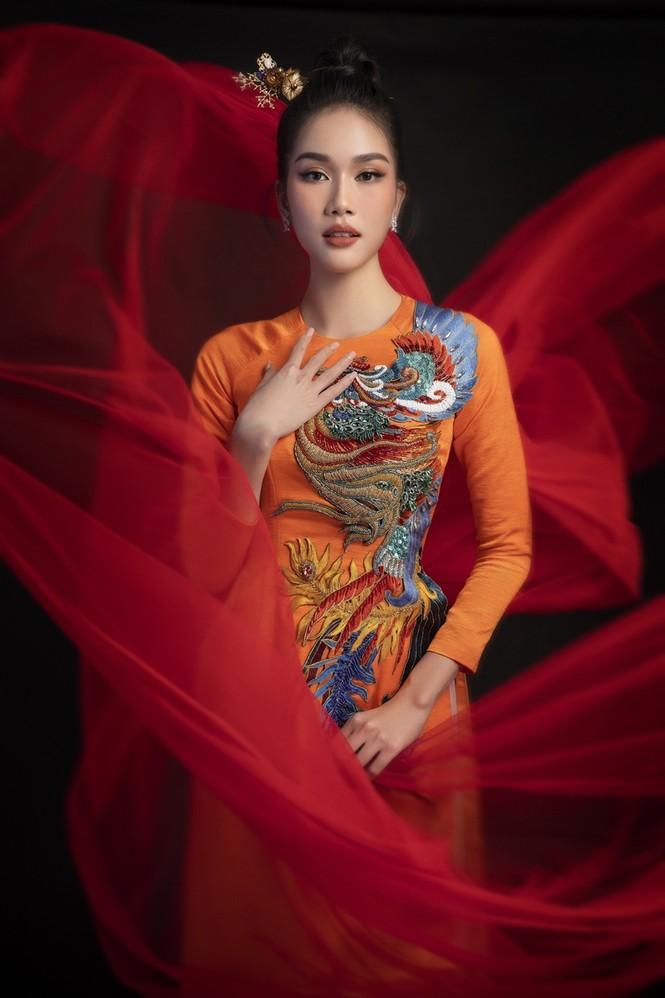 Ngắm Top 3 Hoa Hậu Việt Nam 2020 đẹp sắc sảo, ấn tượng trong những tà áo dài đón Tết - ảnh 6