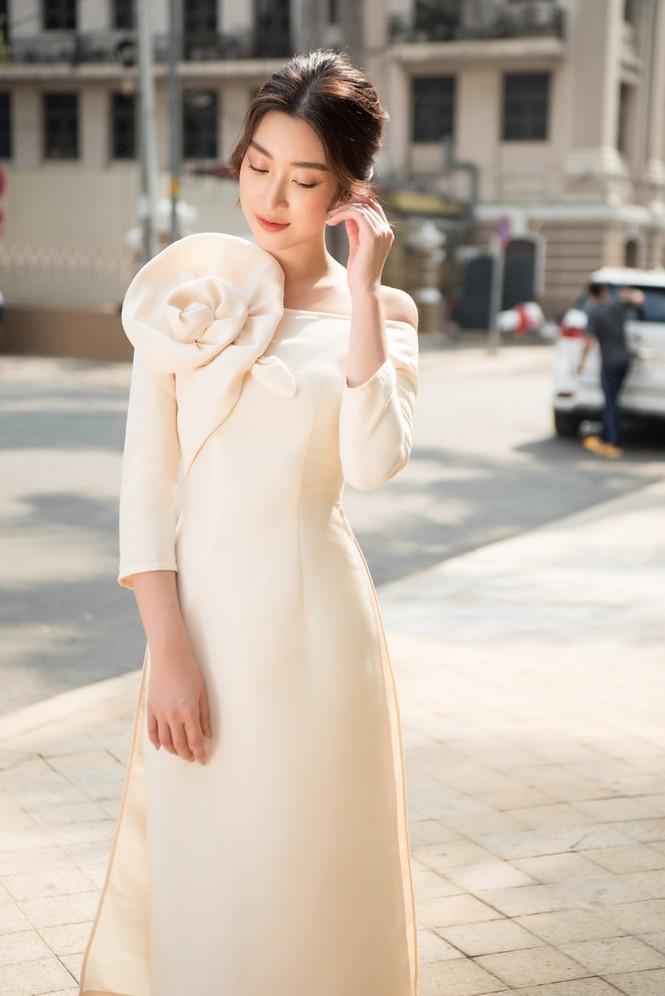 Hoa hậu Đỗ Mỹ Linh ra mắt BST áo dài Tết đến từ thương hiệu do cô sở hữu, Tiểu Vy làm mẫu - ảnh 4