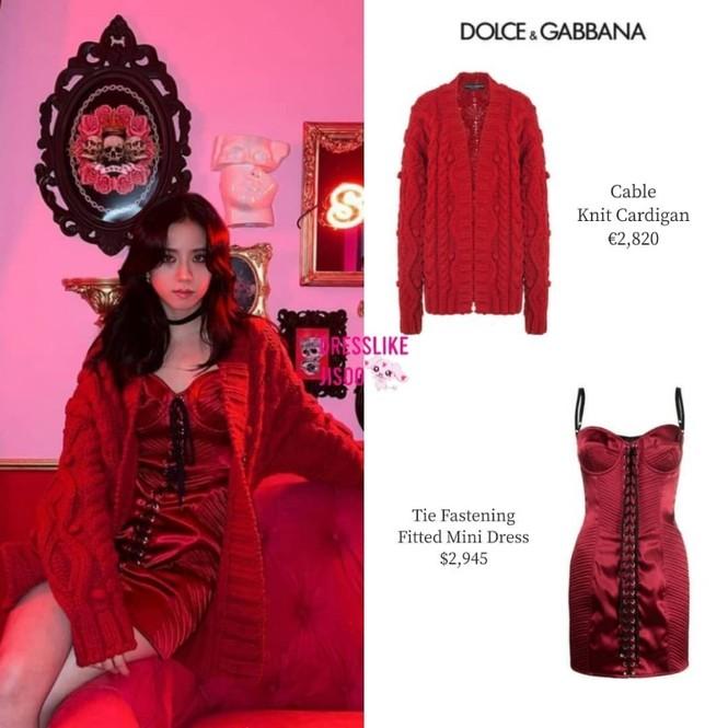 Mặc set đồ đỏ của D&G trị giá gần 175 triệu, Jisoo (BLACKPINK) quyến rũ hơn cả mẫu xịn của hãng - ảnh 3