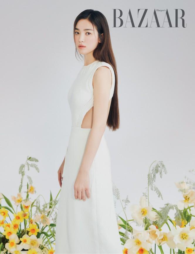 """Song Hye Kyo chính thức trở thành đại sứ thương hiệu của FENDI, khoe bộ ảnh đẹp như """"thiếu nữ mùa Xuân"""" - ảnh 3"""