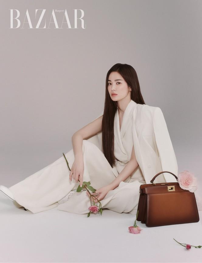 """Song Hye Kyo chính thức trở thành đại sứ thương hiệu của FENDI, khoe bộ ảnh đẹp như """"thiếu nữ mùa Xuân"""" - ảnh 5"""