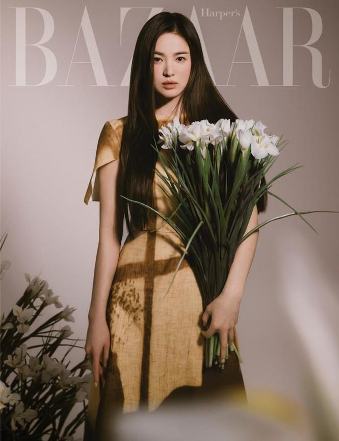 """Song Hye Kyo chính thức trở thành đại sứ thương hiệu của FENDI, khoe bộ ảnh đẹp như """"thiếu nữ mùa Xuân"""" - ảnh 1"""