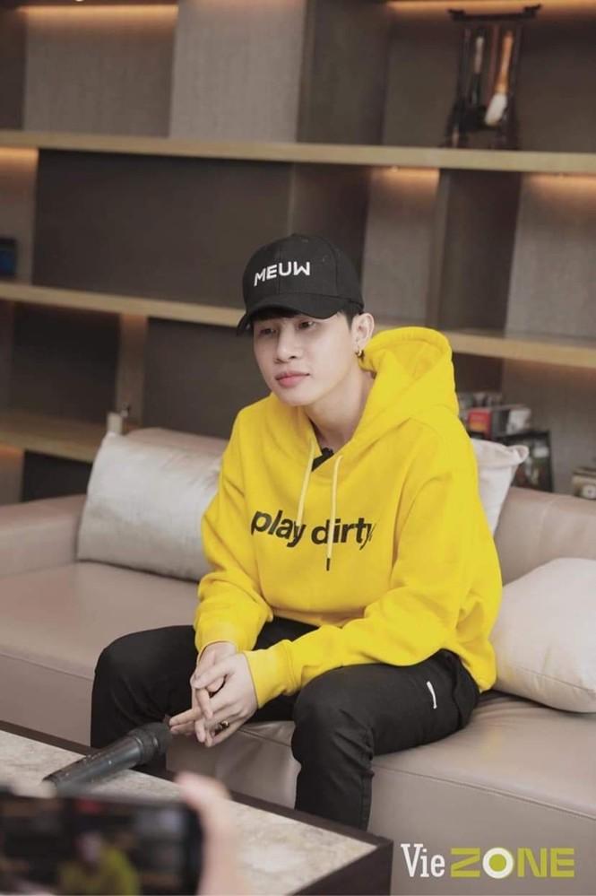 Nam thần tuổi Sửu: Trong vòng một năm Jack lên đời phong cách thời trang như idol Hàn - ảnh 3