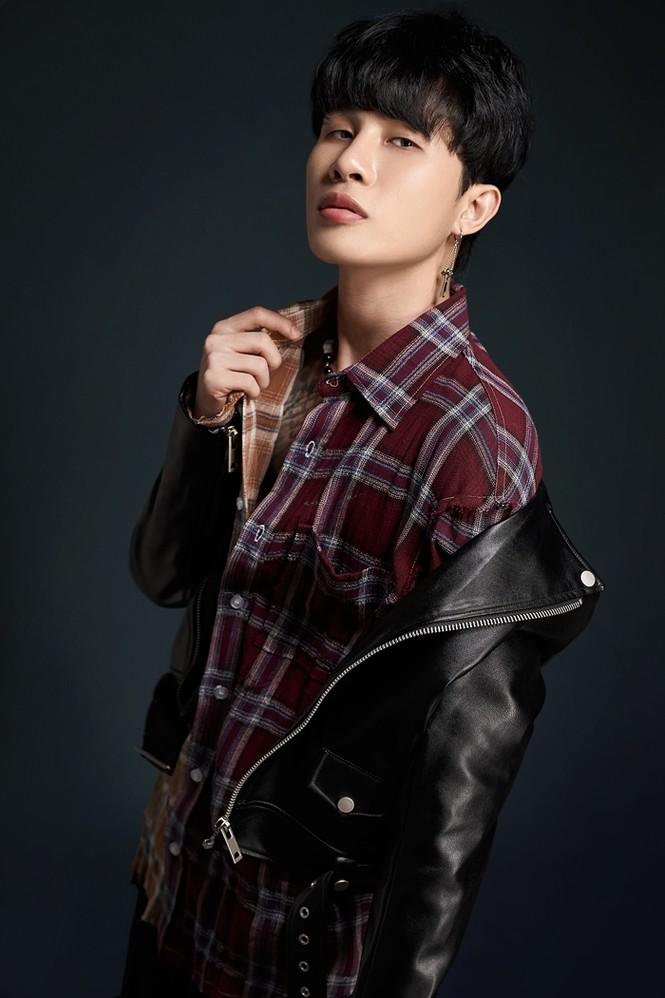 Nam thần tuổi Sửu: Trong vòng một năm Jack lên đời phong cách thời trang như idol Hàn - ảnh 1